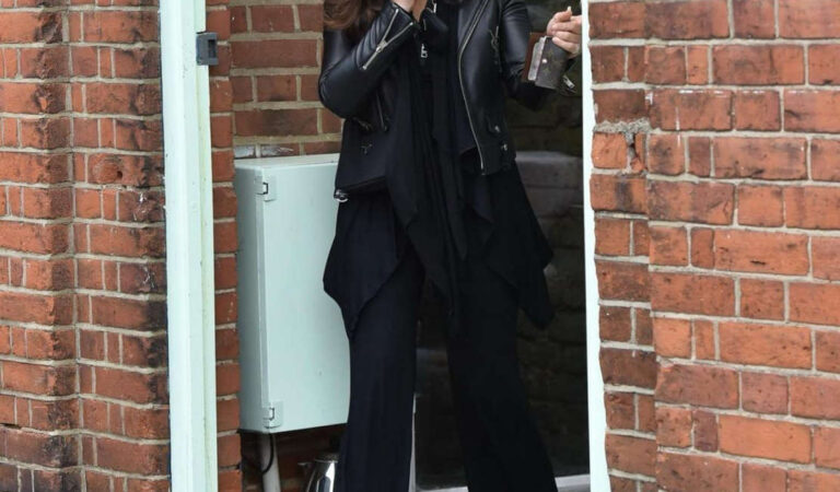 Francesca Allen Leaves Her Fashion Brand Offices Loughton (7 photos)