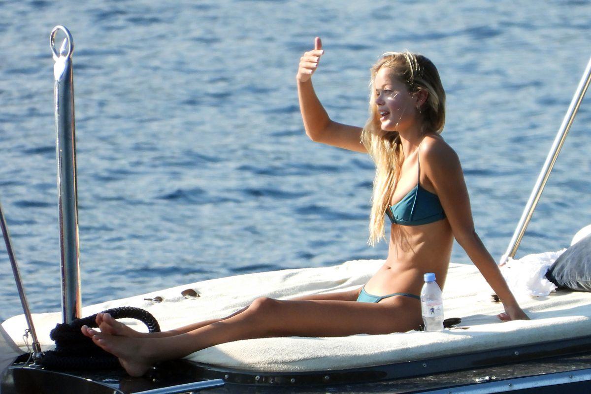 Frida Aasen Bikini Yacht France