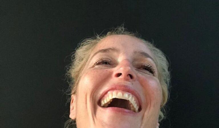 Gillian Anderson 52th Birthday Selfies (4 photos)