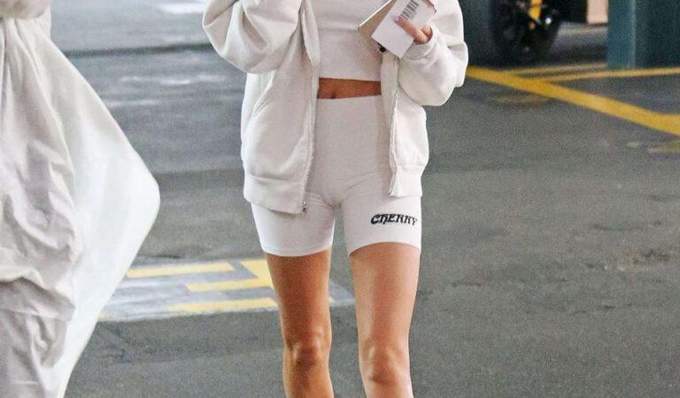 Hailey Bieber Arrives Medical Building Beverly Hills (10 photos)