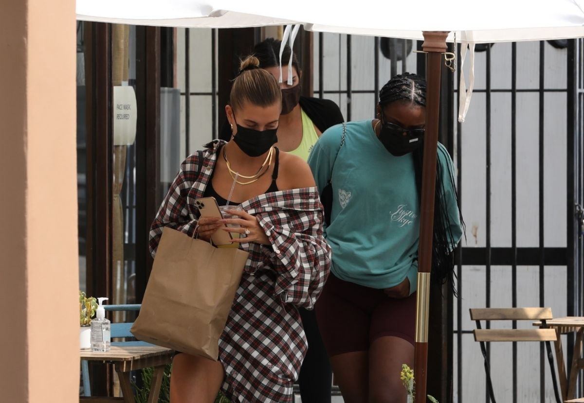 Hailey Bieber Kendall Jenner Justine Skye Out For Lunch West Hollywood