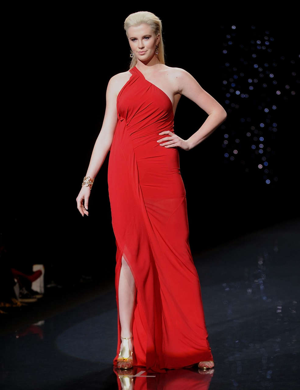Ireland Baldwin Go Red Women Heart Truth Fashion Show New York