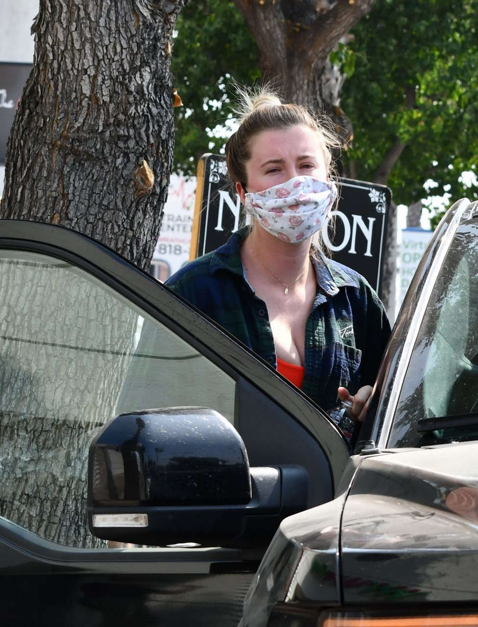 Ireland Baldwin Out For Lunch Studio City