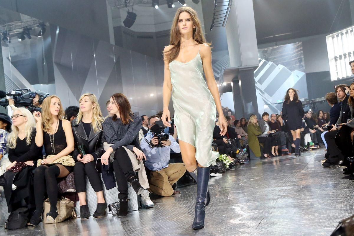 Izabel Goulart H M Fashion Show Paris
