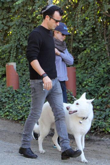 Jennifer Aniston Take Walk Beverly Hills