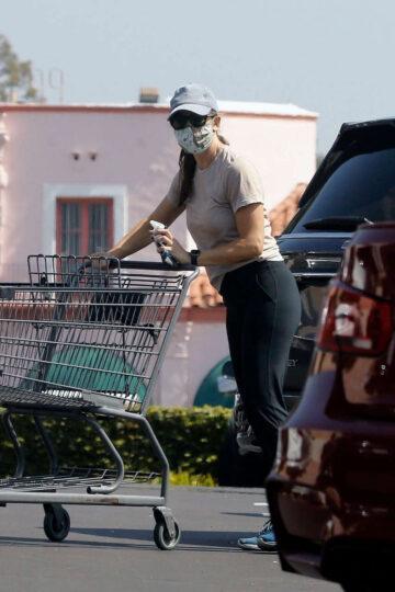Jennifer Garner Out Shopping Pacific Palisades
