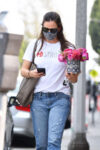 Jennifer Garner Out With Bouquet Of Flowers Brentwood