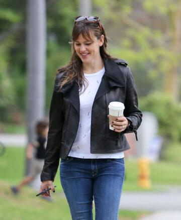 Jennifer Garner Tight Jeans Out Los Angeles