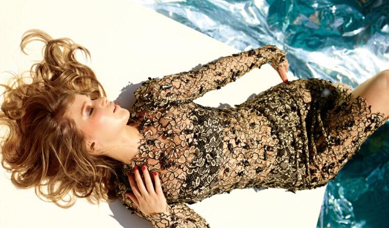 Jennifer Lawrences Elle Shoot (1 photo)