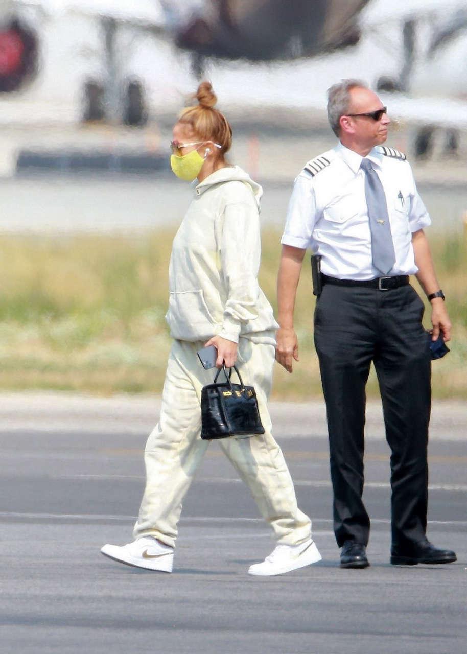 Jennifer Lopez Leaves Her Private Jet Los Angeles