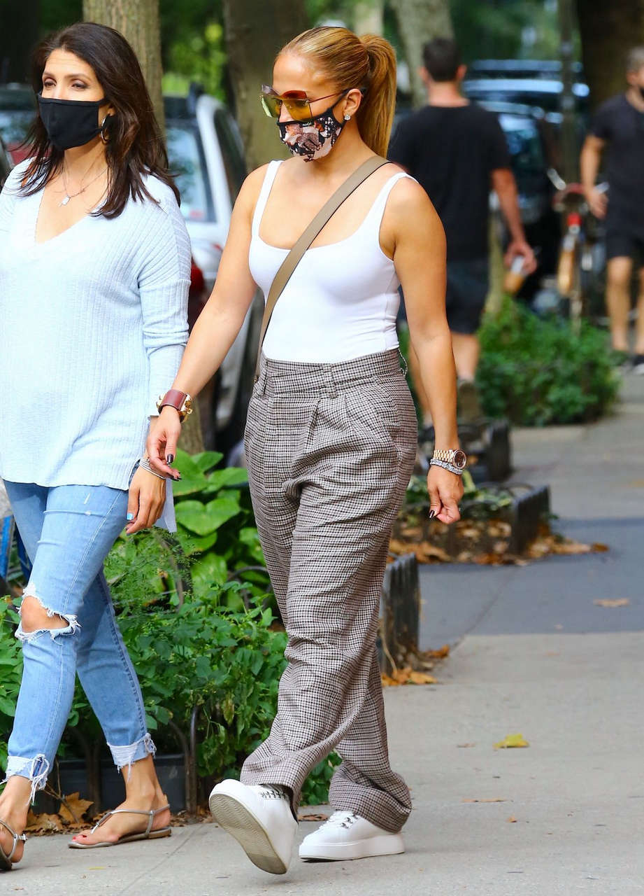 Jennifer Lopez Out For Lunch With Her Sister New York