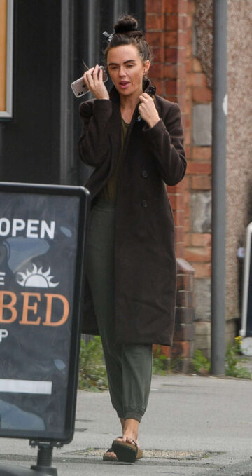 Jennifer Metcalfe Out About Manchester