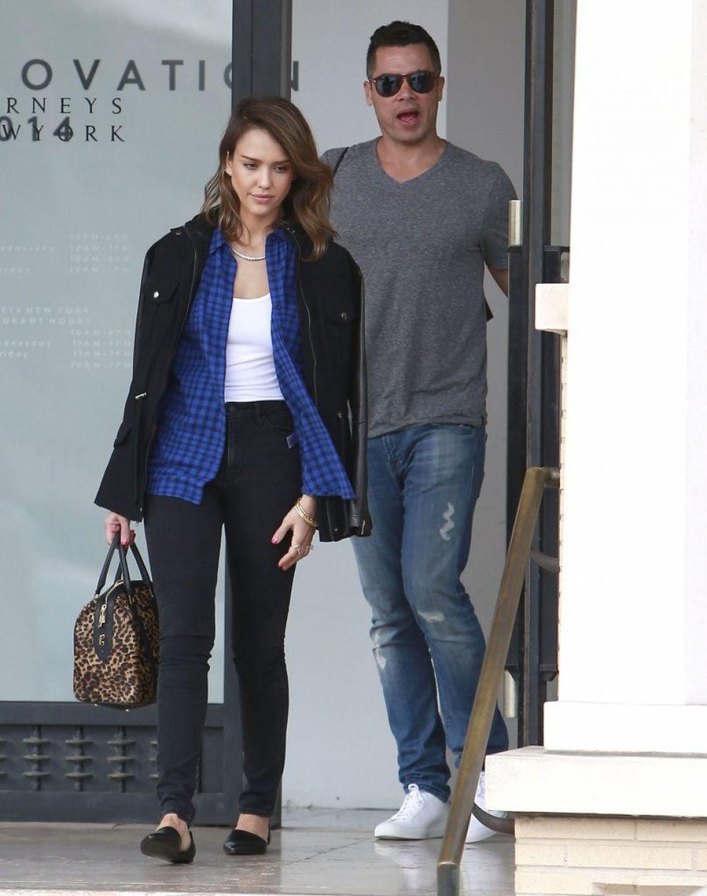 Jessica Alba Cash Warren Leaves Barneys New York Beverly Hills
