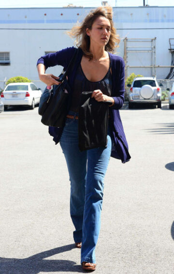 Jessica Alba Out About Los Angeles