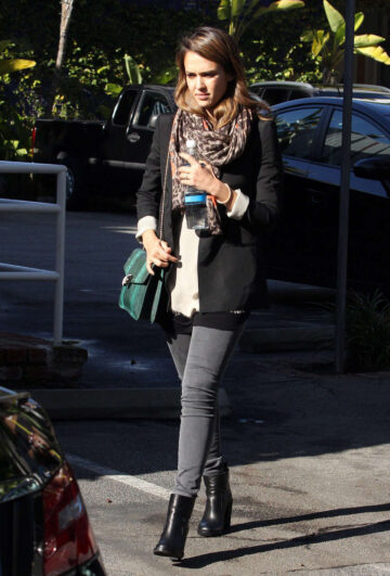 Jessica Alba Visits An Los Angeles Office Building