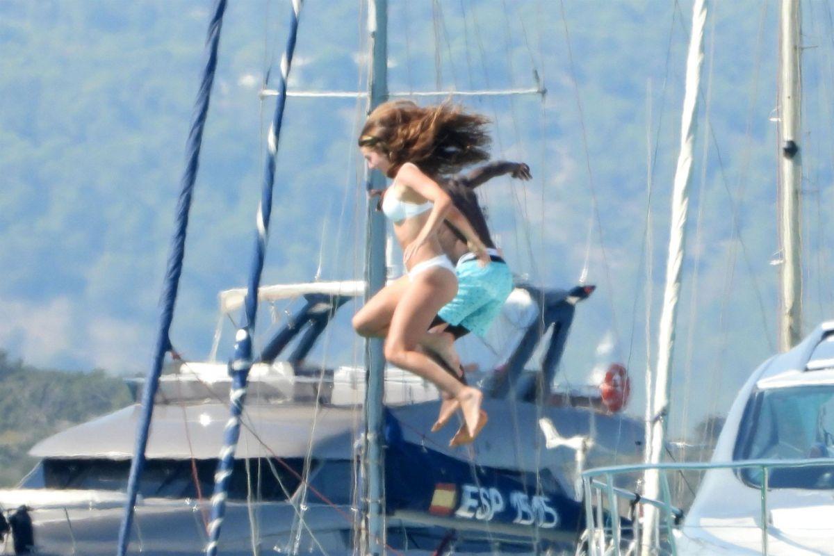 Jordyn Huitema Bikini Boat Spain