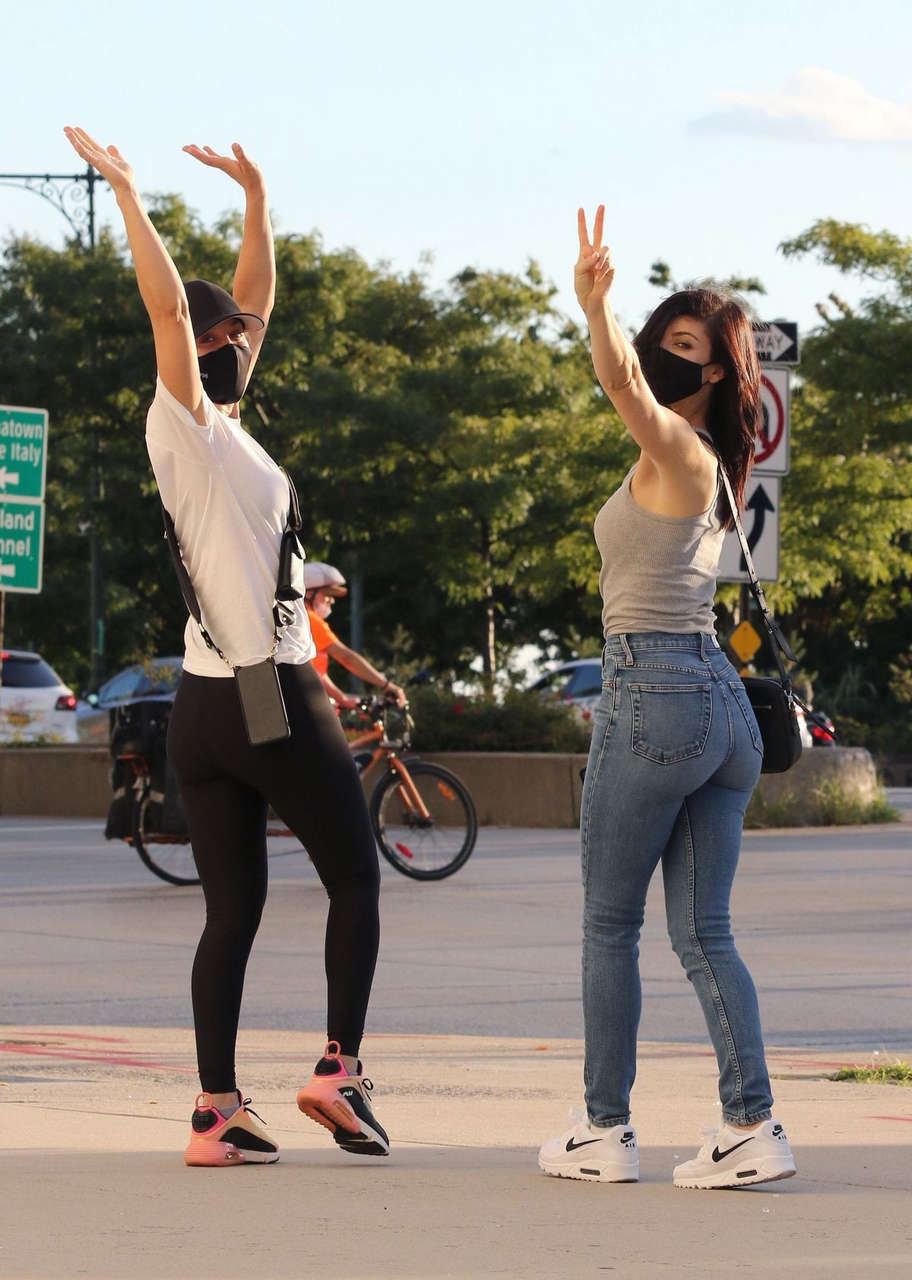 Kaley Cuoco Out With Her Sister New York
