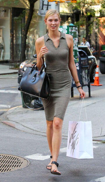 Karlie Kloss Leaves Taylor Swifts Apartment New York