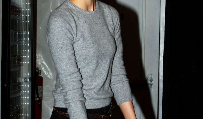Karlie Kloss Mercedes Benz Fashion Week New York (14 photos)