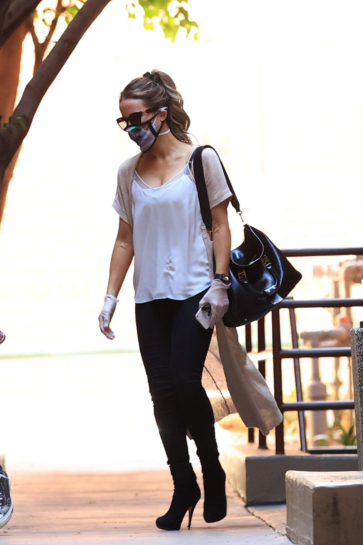 Kate Beckinsale Leaves Medical Building Los Angeles