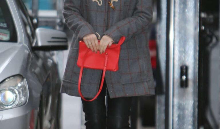 Kate Mara Arrives Studio London (12 photos)