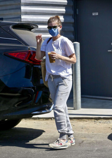 Kate Mara Out For Coffee Los Angeles