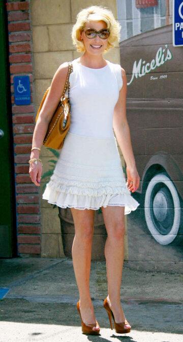 Katherine Heigl Leggy Candids Heading To Meeting Studio City