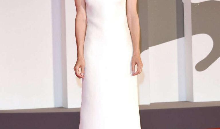 Katherine Waterston Kineo Prize Ceremony 77th Venice Film Festival (10 photos)