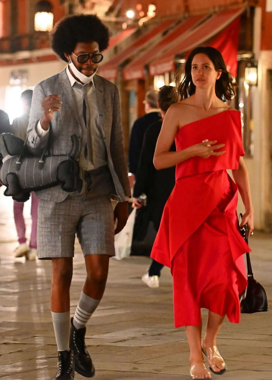 Katherine Waterston Out Venice