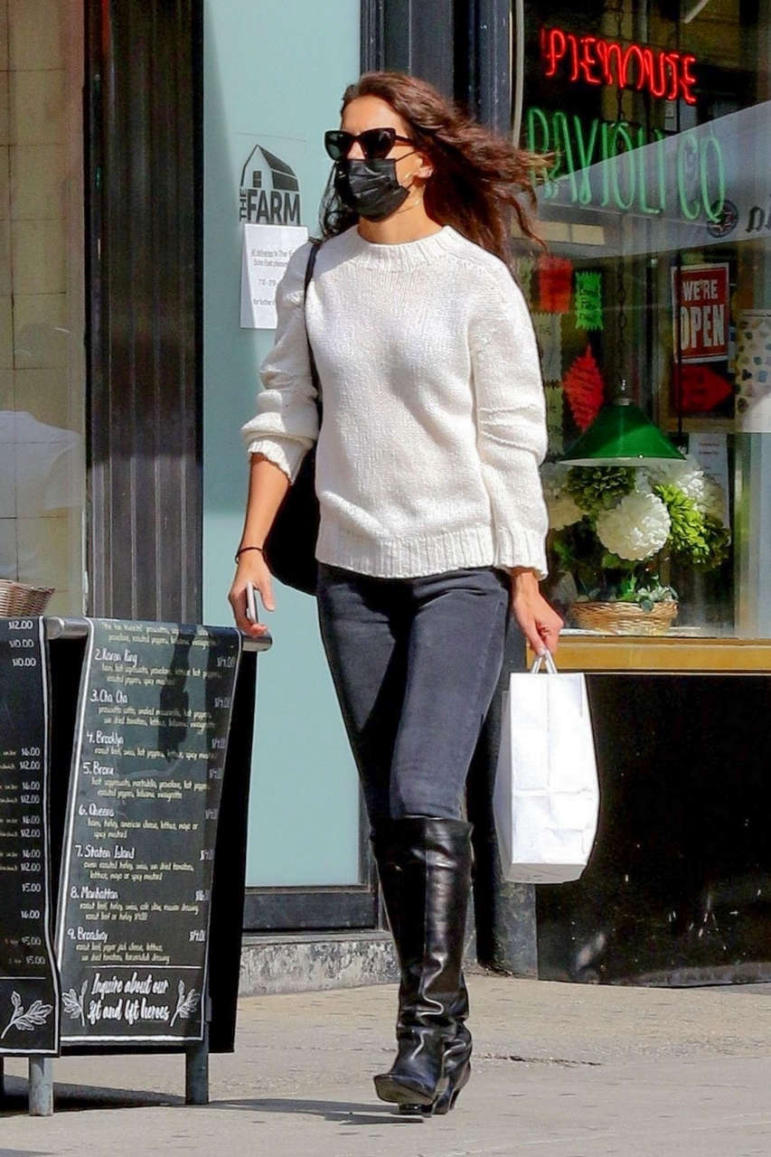 Katie Holmes Out New York