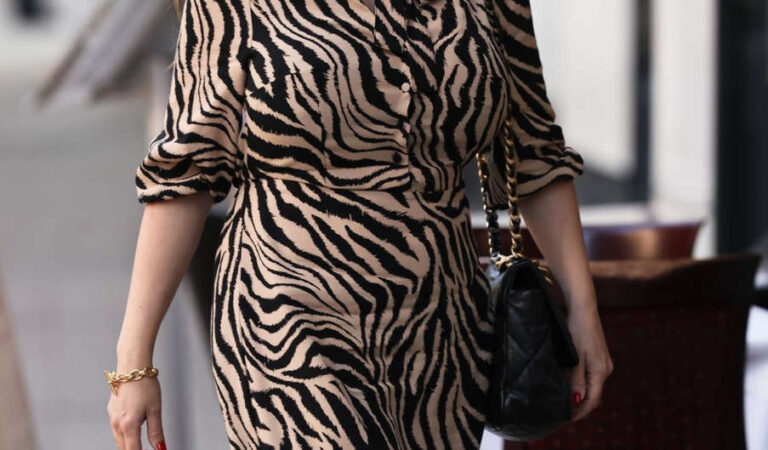 Kelly Brook Tiger Print Dress Out London (3 photos)