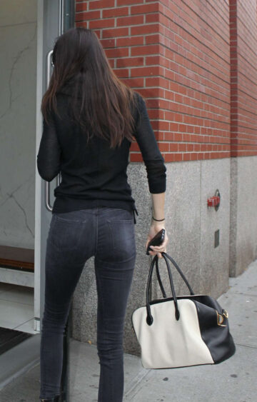 Kendall Jenner Tight Jeans Arrives Her Apartment New York