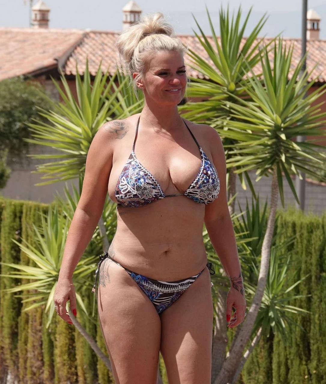 Kerry Katon Bikini Pool Granada