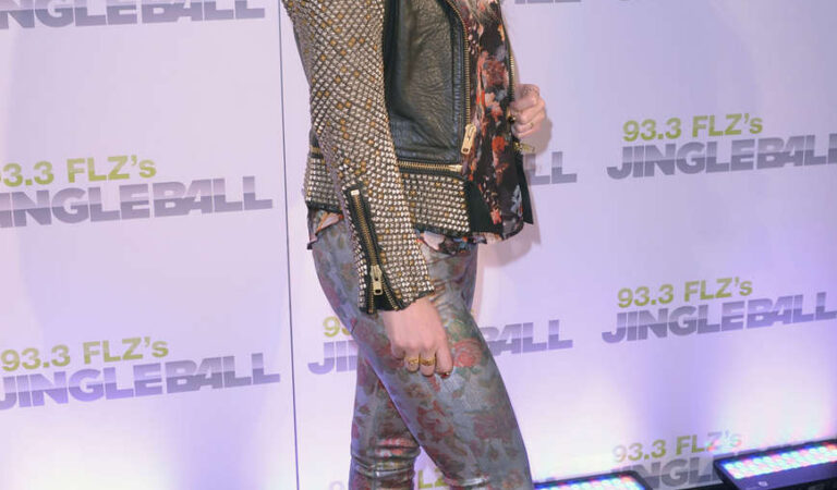 Kesha Sebert 93 3 Flzs Jingle Ball 2012 Tampa (4 photos)