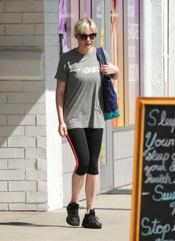 Kirsten Dunst Leggings Leaves Gym Los Angeles