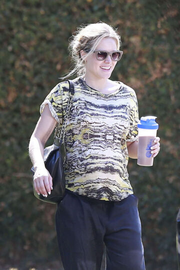 Kristen Bell Out About Los Angeles