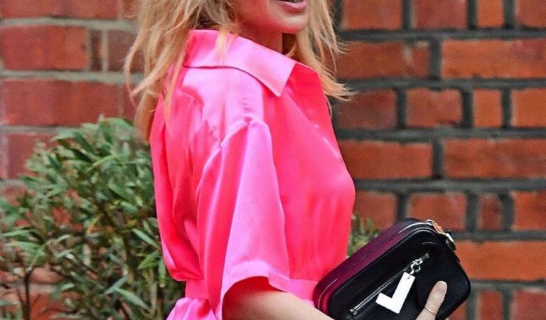 Kylie Minogue Arrives Dinner Party London (7 photos)