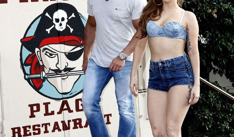 Lady Gaga Bikini Top Shorts Les Pirates Restaurant (21 photos)
