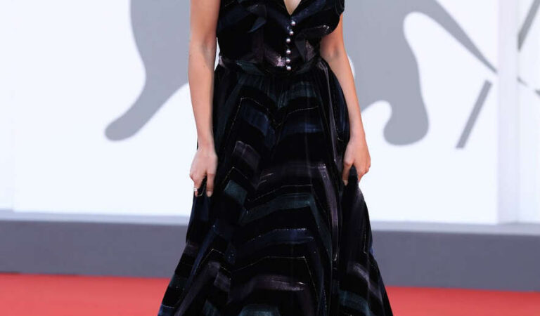 Laura Barth Lovers Premiere 2020 Venice International Film Festival (13 photos)