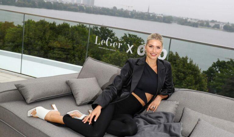 Lena Gercke Leger Home Photocall (16 photos)