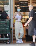 Leslie Mann Shopping Whole Foods Malibu