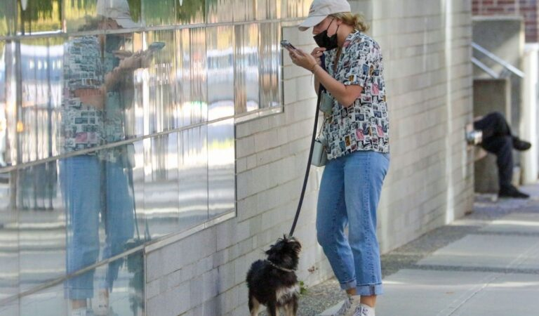 Lili Reinhat Out With Her Dog Vancouver (10 photos)