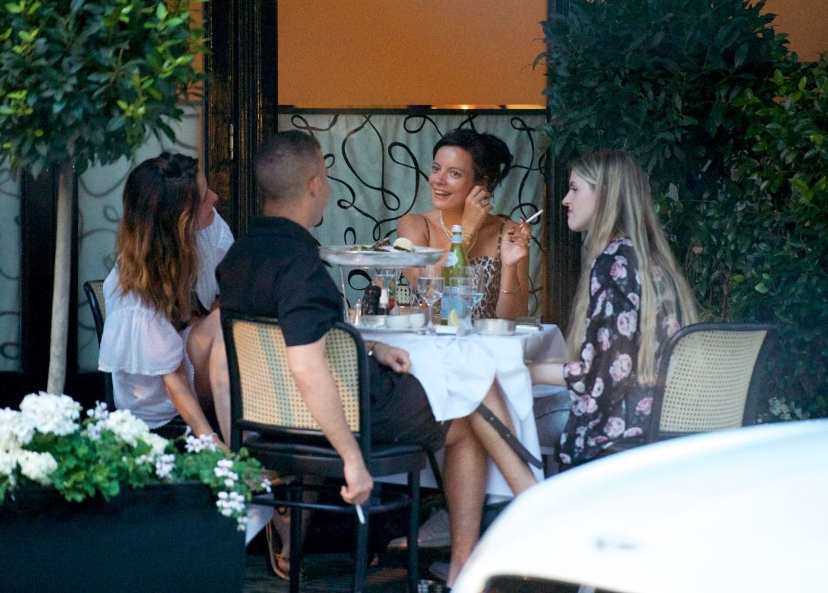 Lily Allen Out For Dinner With Friends Mayfair