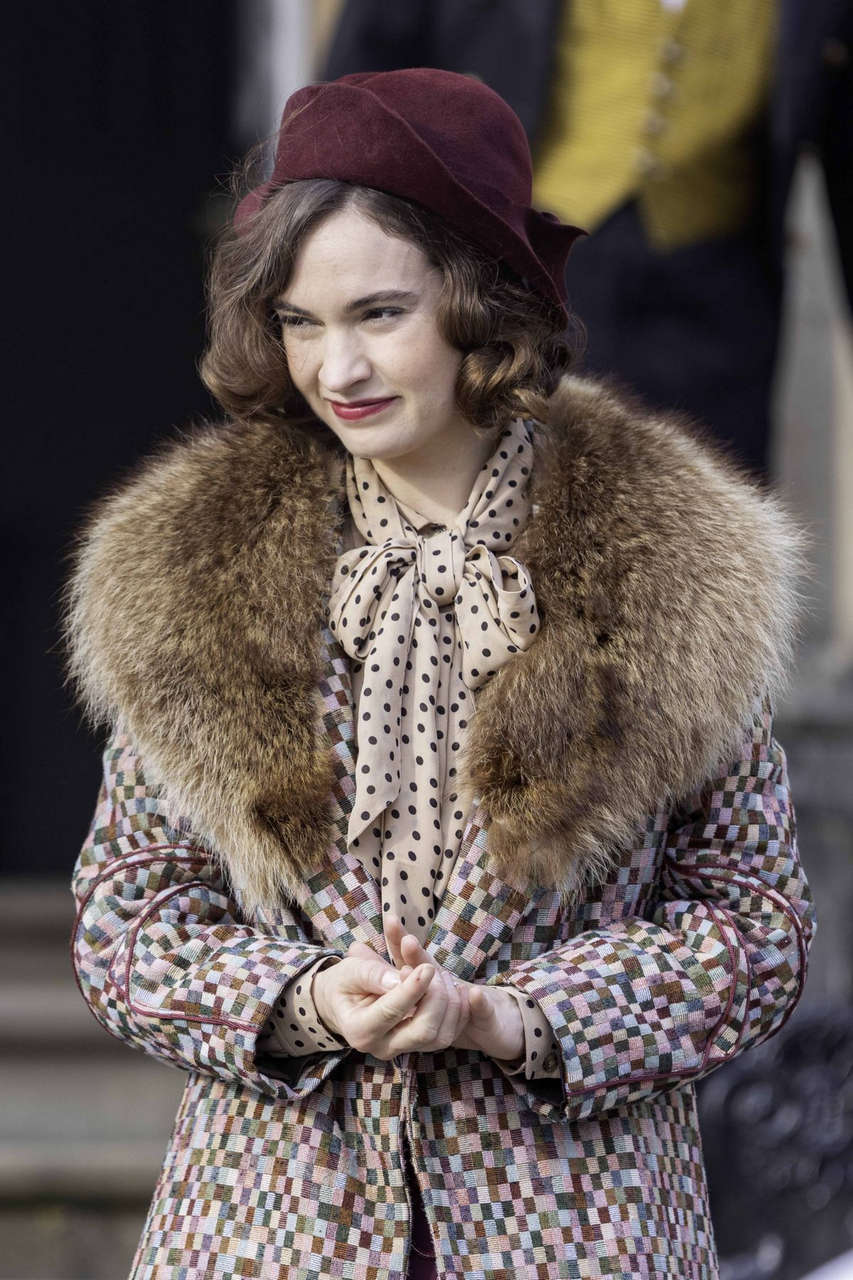 Lily James Set Of Persuit Of Love Bath