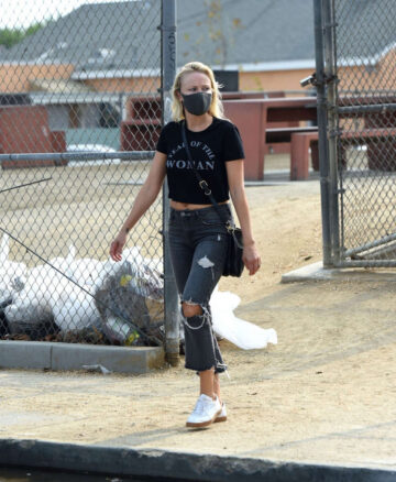 Malin Akerman Ripped Denim Year Lwoman T Shirt Out Los Angeles
