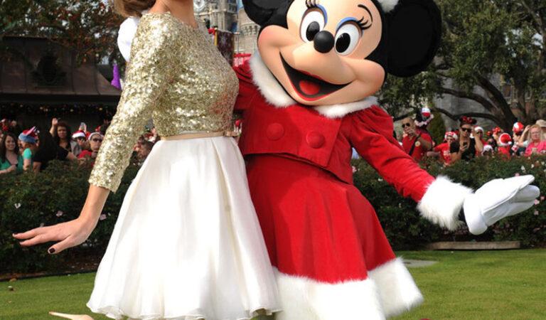 Maria Menounos 2012 Disney Christmas Tv Special Walt Disney World Florida (6 photos)