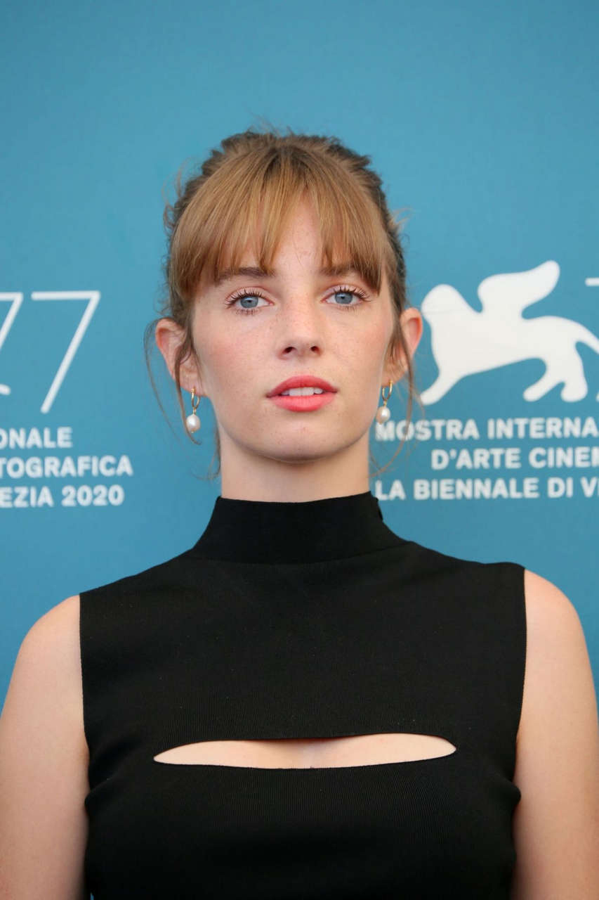 Maya Hawke Mainstream Photocall 77th Venice Film Festival