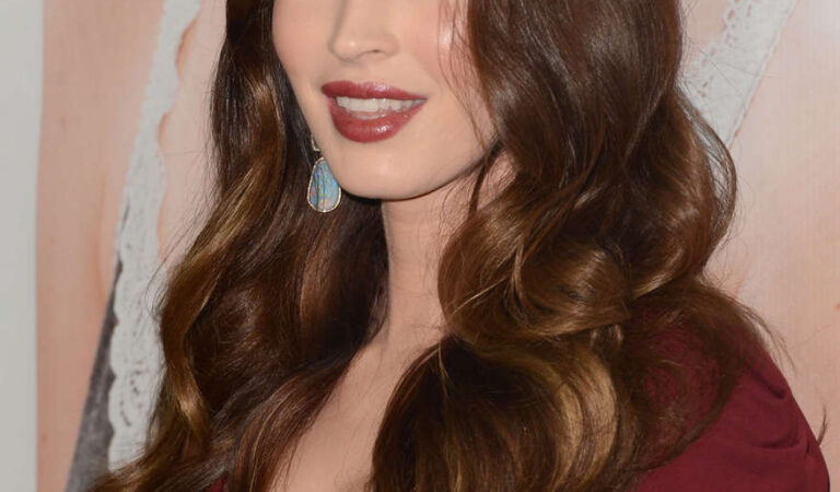 Megan Fox This Is 40 Premiere Los Angeles (6 photos)
