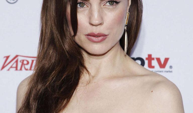 Melissa George 40th International Emmy Awards New York (3 photos)
