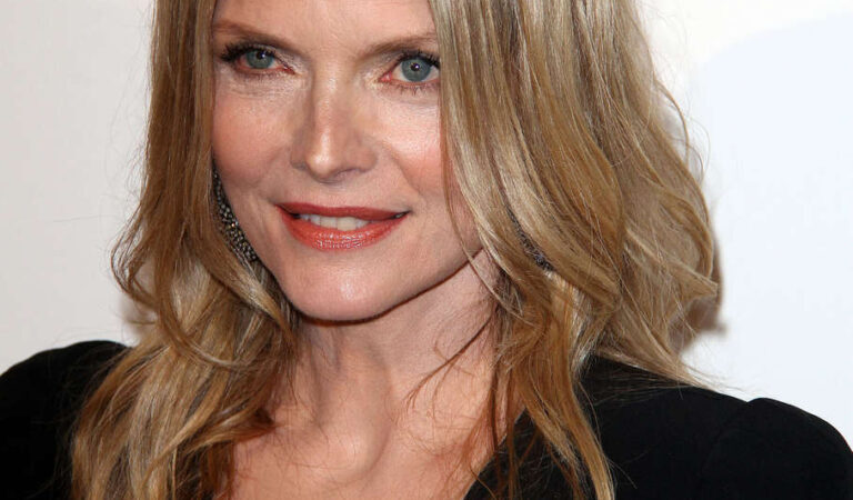 Michelle Pfeiffer Elle Women Hollywood Tribute (6 photos)